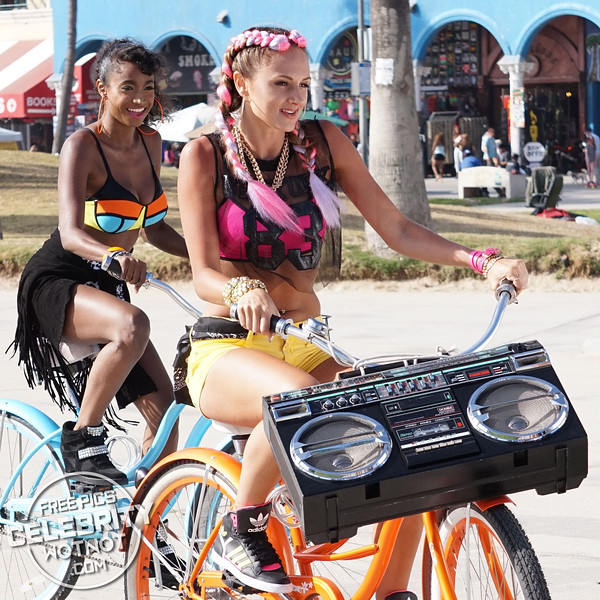"""EXC: KORR-A Films 80's """"Everybody Get Down"""" Music Video in Venice Beach"""