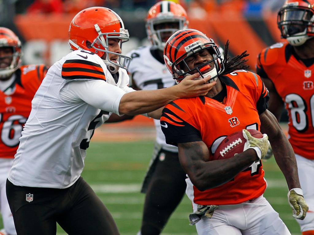 . Cincinnati Bengals\' Adam Jones, right, is pursued by Cleveland Browns\' Spencer Lanning (5) in the first half of an NFL football game, Sunday, Nov. 17, 2013, in Cincinnati. (AP Photo/David Kohl)