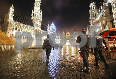 us-issues-travel-warning-through-february-24-in-wake-of-paris-attacks