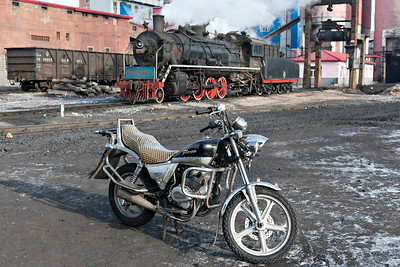 Transport contrast at Pinggang Colliery