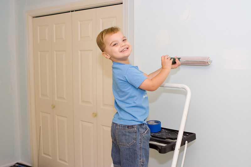 KC is helping Daddy paint his new big boy room.  KC tells us he is painting the colors blue and orange.