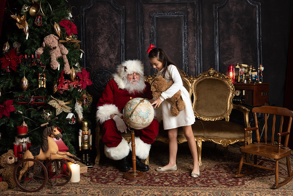 LUCY SISTER - Santa's Living Room 2020