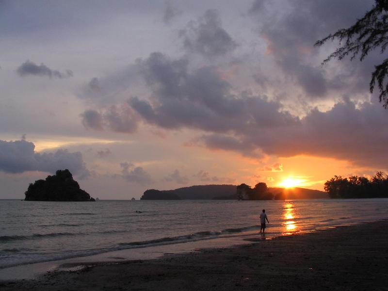 A gorgeous sundown at Hat Nohpharathara