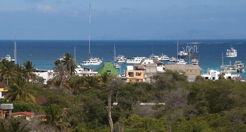 View of Puerto Ayora harbor   (Dec 09, 2005, 03:32pm)