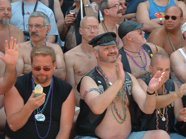 Pride Parade 2001-58-1.jpg