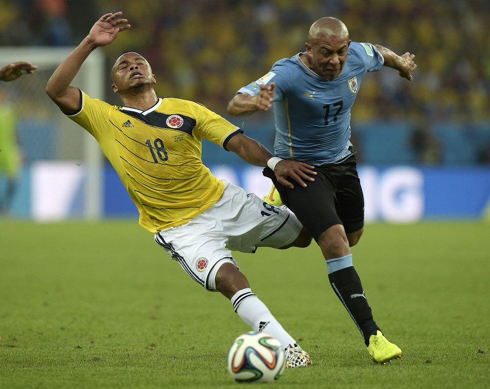 . Colombia\'s defender Camilo Zuniga (L) and Uruguay\'s midfielder Egidio Arevalo Rios vie for the ball during the Round of 16 football match between Colombia and Uruguay at the Maracana Stadium in Rio de Janeiro during the 2014 FIFA World Cup on June 28, 2014. DANIEL GARCIA/AFP/Getty Images