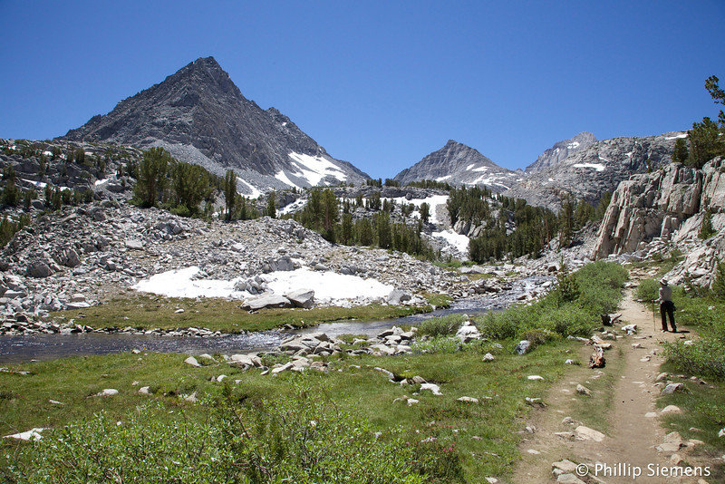 Heading towards Morgan Pass to the left, Gem Lakes to the right