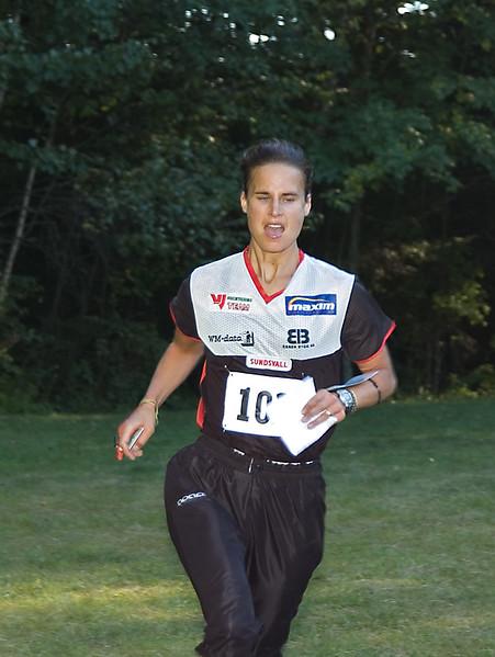Katarina Smith running in Sprint-O   (Sep 10, 2005, 05:07pm)