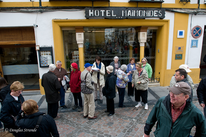 Thur 3/10 in Cordoba: Regrouping for a walk