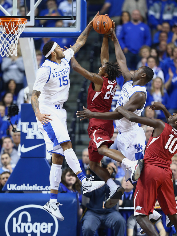 . Michael Qualls #24 of the Arkansas Razorbacks shoots the ball during whhile defended by Willie Cauley-Stein and Julius Randle #30 of the Kentucky Wildcats at Rupp Arena on February 27, 2014 in Lexington, Kentucky.  (Photo by Andy Lyons/Getty Images)