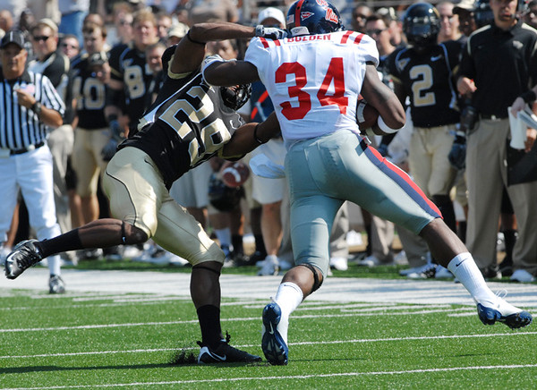 Major tackles Bolden.jpg