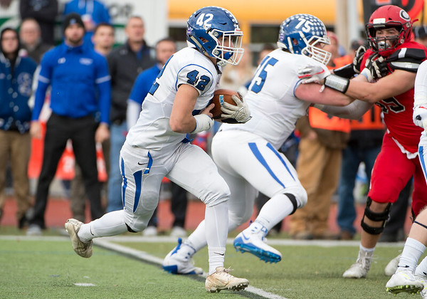 11/28/19 Wesley Bunnell | Staff Southington football vs Cheshire in the Apple Valley Classic on Thanksgiving morning at Cheshire High School. Dillon Kohl (42).