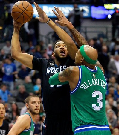 Timberwolves play Mavericks