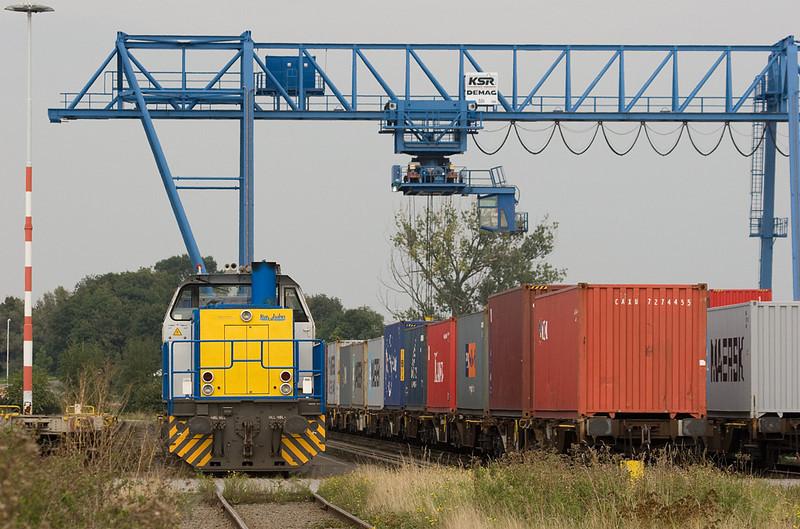 Rurtalbahn locomotive V153 inside the Born container terminal.