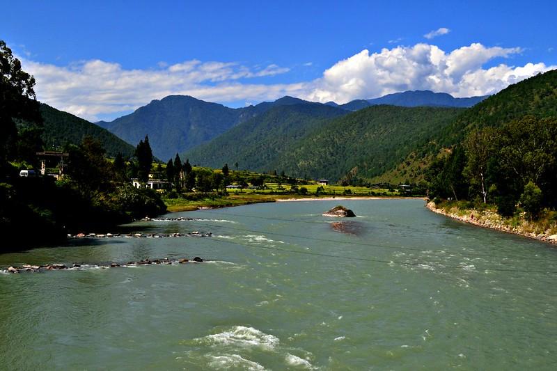 Body_text_Punakha_Pa chu_Mo ch_river_confluence.jpg