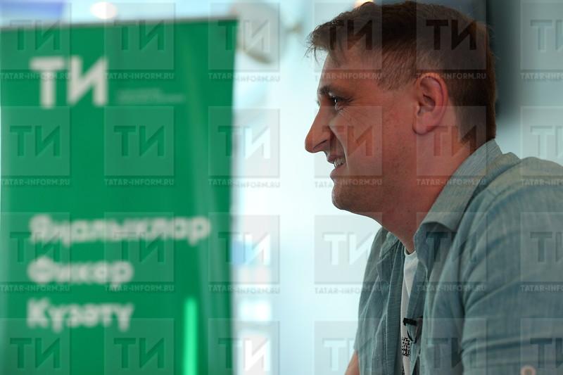 автор : Михаил Захаров