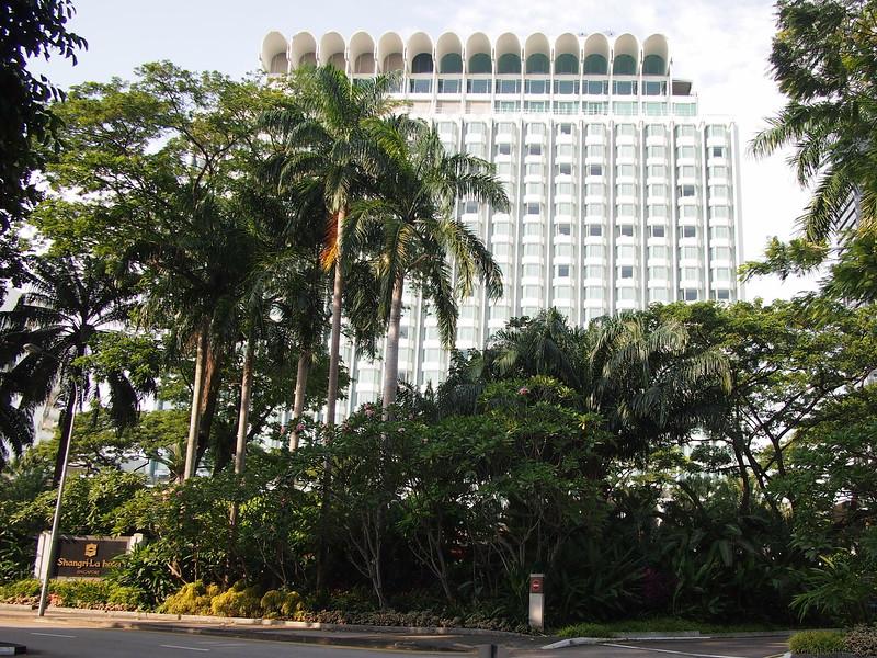 P8318373-shangri-la-hotel.JPG