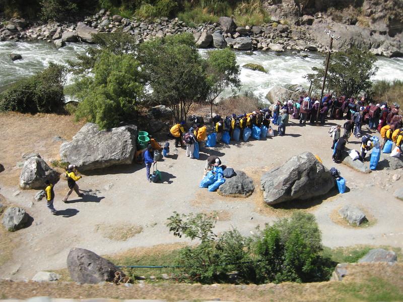 3680 - Inca trail porters.jpg
