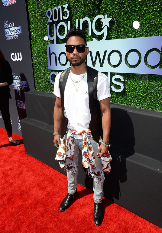 . Recording Artist Miguel attends CW Network\'s 2013 2013 Young Hollywood Awards presented by Crest 3D White and SodaStream held at The Broad Stage on August 1, 2013 in Santa Monica, California.  (Photo by Michael Buckner/Getty Images for PMC)