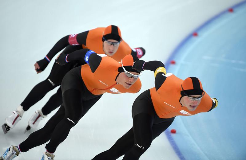 . (R-L) Netherlands\' Sven Kramer, Koen Verweij, and Jan Blokhuijsen compete in the Men\'s Speed Skating Team Pursuit Semifinals at the Adler Arena during the Sochi Winter Olympics on February 21, 2014.  (DAMIEN MEYER/AFP/Getty Images)