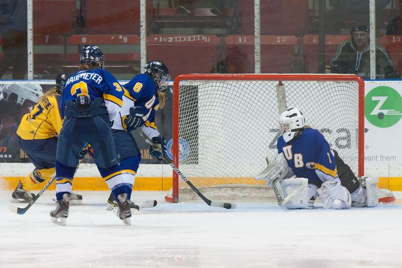 20130310 QWHockeyvsUBC 554.jpg