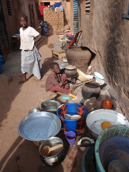 017_Bobo-Dioulasso. The Old Quarter of Kibidwe. Kitchen Equipement.jpg