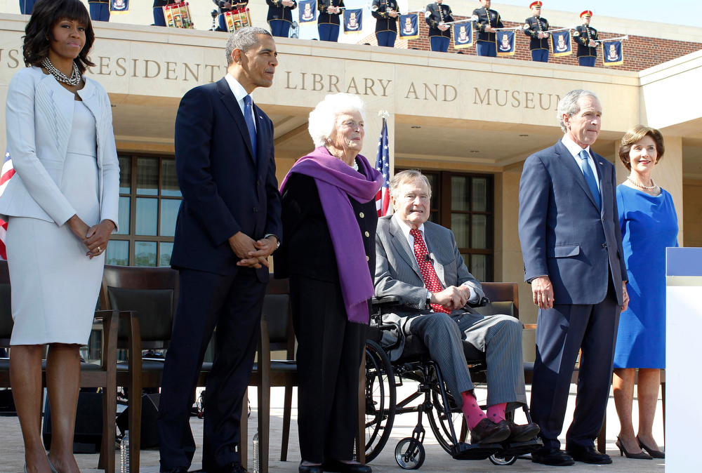 Description of . U.S. First Lady Michelle Obama and President Barack Obama stand alongside members of the Bush family, former first lady Barbara Bush, former presidents George H.W. Bush and George W. Bush and former first lady Laura Bush, as they attend the dedication ceremony for the George W. Bush Presidential Center in Dallas, April 25, 2013. Obama is in Texas to stand shoulder-to-shoulder with former President George W. Bush in what could serve as a powerful reminder of the ongoing struggle against terrorism, from the Sept. 11 attacks to the Boston Marathon bombings. REUTERS/Jason Reed