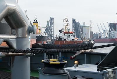 2014 11 09 Tanker verlaesst Hamburg