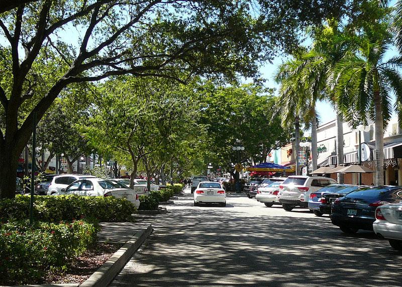 Hollywood - Median Based Parking.jpg