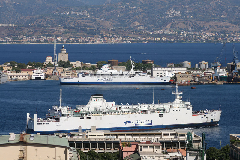 2010 - Trainferries VILLA arriving to Messina and IGINIA at shipyard.