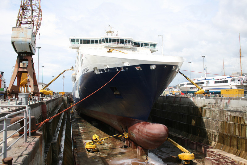 2008 - CRUISE BARCELONA : last works in dry dock in Napoli before sea trials.