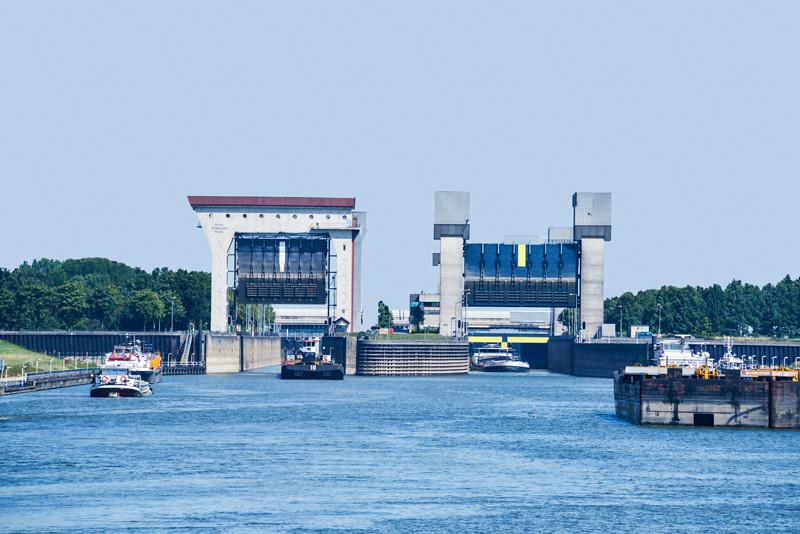 Rhine Locks02.jpg