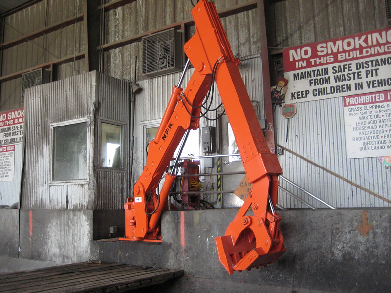 NPK B600 telescopic pedestal boom system-material handling system with grapple for waste transfer stations (sn 1N9076) (10).jpg