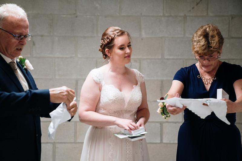 rustic_ohio__fall_barn_wedding-163.jpg