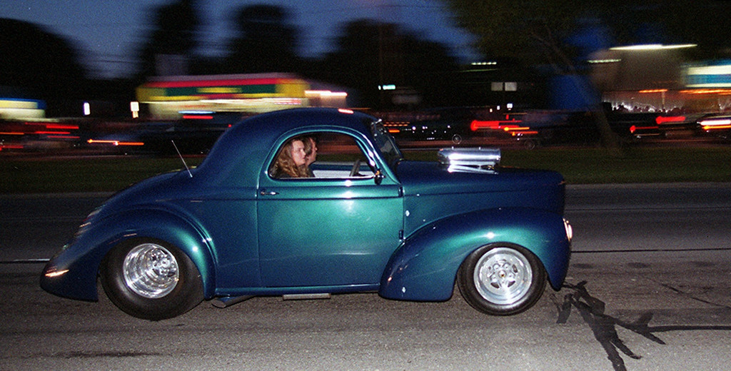 . Dream Cruisers drive along Woodward Avenue in Royal Oak Saturday night August 19, 2000.