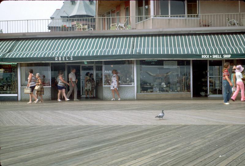 mommy at shell shop atlantic city.jpg
