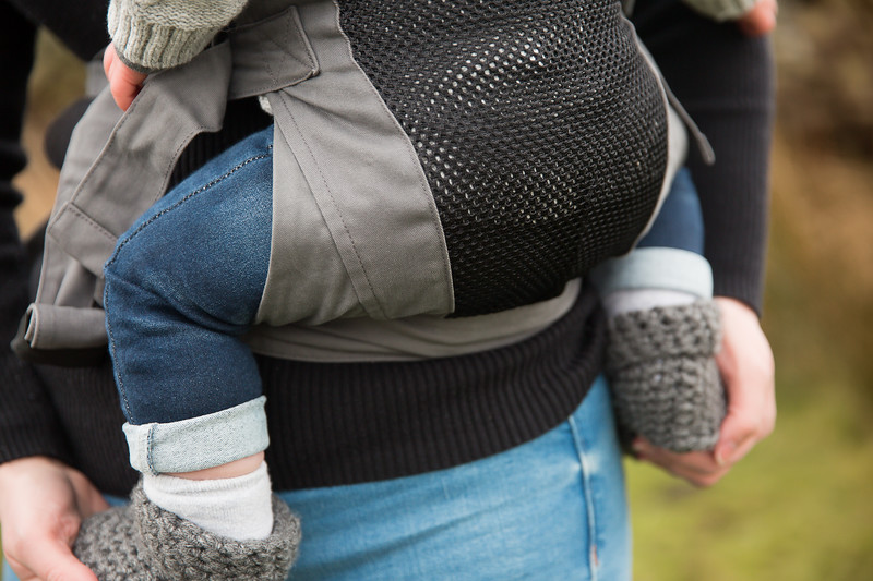 Izmi_Baby_Carrier_Breeze_Mid_Grey_Lifestyle_Side_Carry_Zoom_Base_Of_Carrier.jpg