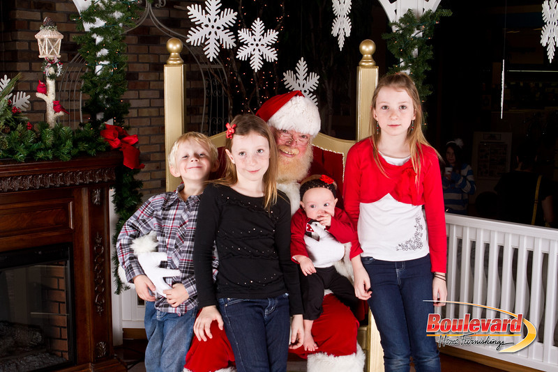Santa Dec 8-140.jpg