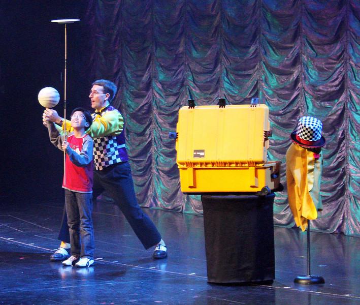 jugglerwithboy2.jpg