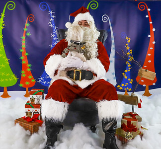 Mitch Marrow - Pet Pics with Santa