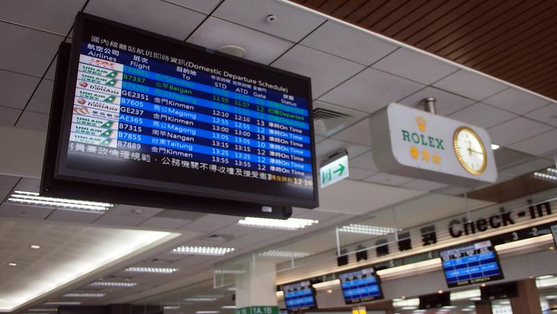 P9262626-departure-board.JPG