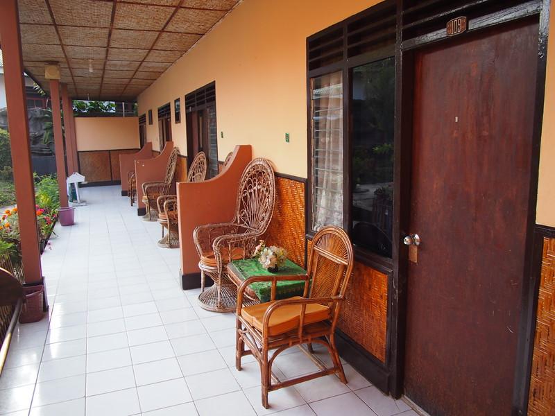 P9048695-verandah.JPG