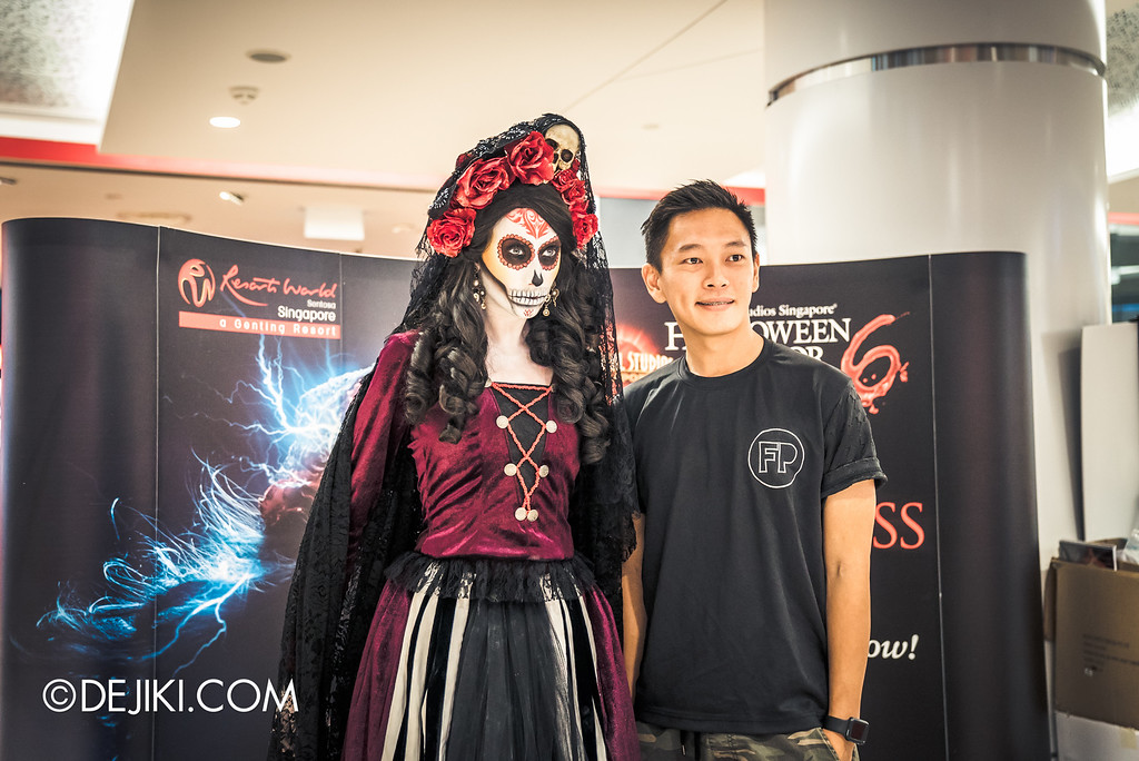 Universal Studios Singapore - Halloween Horror Nights 6 Before Dark Day Photo Report 3 - Scareactors at the Malls / Lady Death and team member