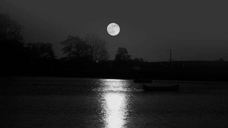 Moon over Quaker Valley - B&W.jpg