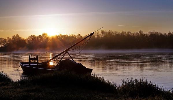 Bateaux de Loire au lever du jour