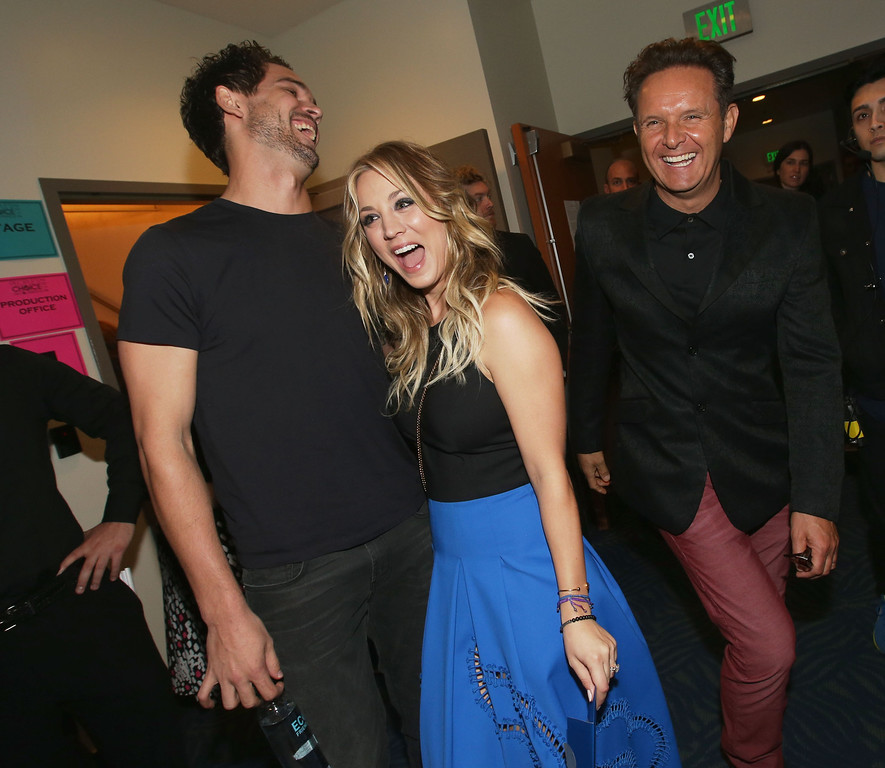 . LOS ANGELES, CA - JANUARY 08:  (L-R) Tennis player Ryan Sweeting, actress Kaley Cuoco and producer Mark Burnett attend The 40th Annual People\'s Choice Awards at Nokia Theatre L.A. Live on January 8, 2014 in Los Angeles, California.  (Photo by Christopher Polk/Getty Images for The People\'s Choice Awards)