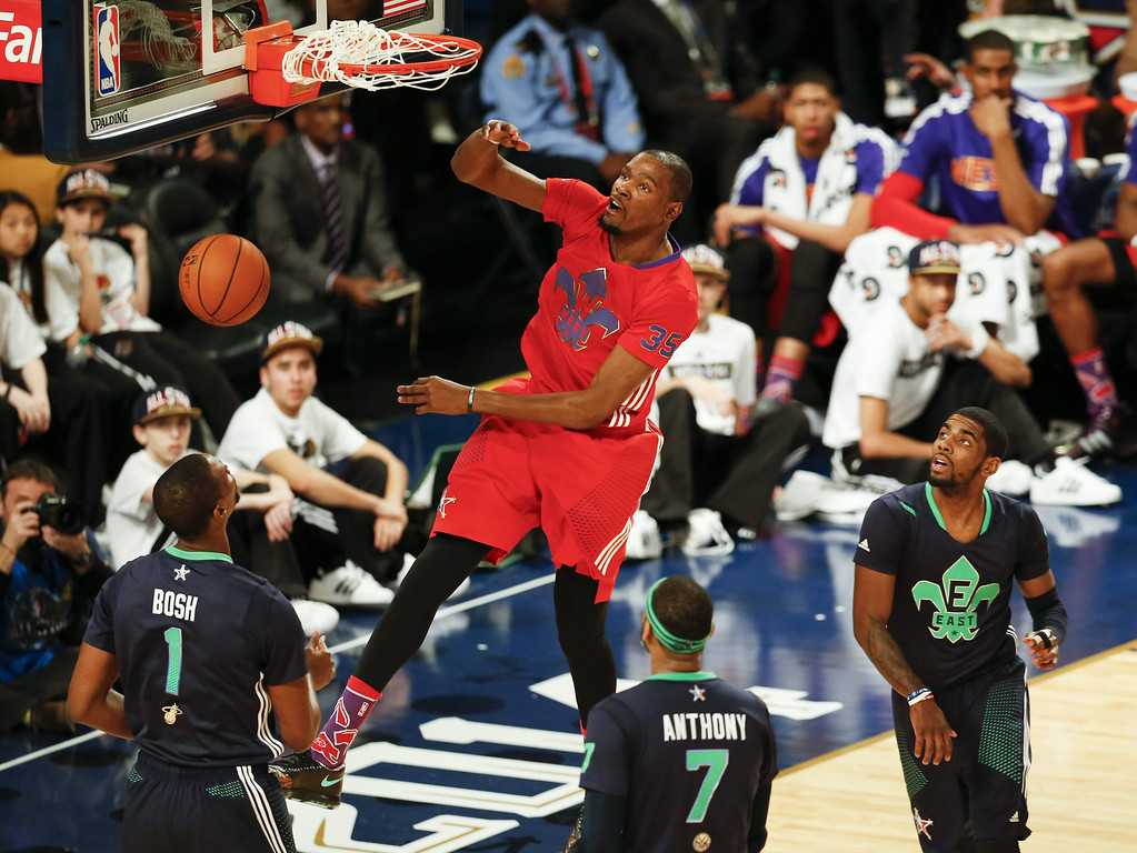 . Western Conference forward Kevin Durant (C) dunks the ball over the Eastern Conference All-Stars during the 63rd NBA All-Star Game in New Orleans, Louisiana.  EPA/DAN ANDERSON