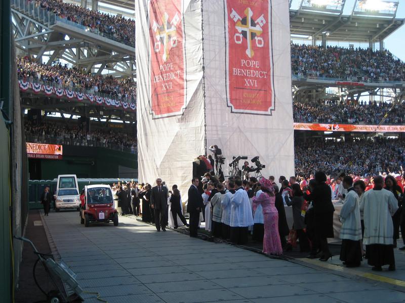 Pope Mass Nats Stadium 4-17-08 053.jpg