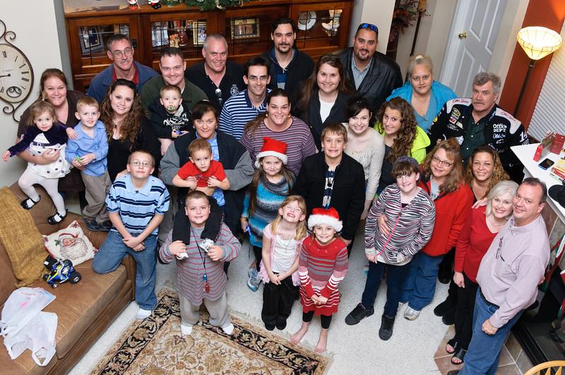 "Walderon Family Christmas 2010 4""x6"""