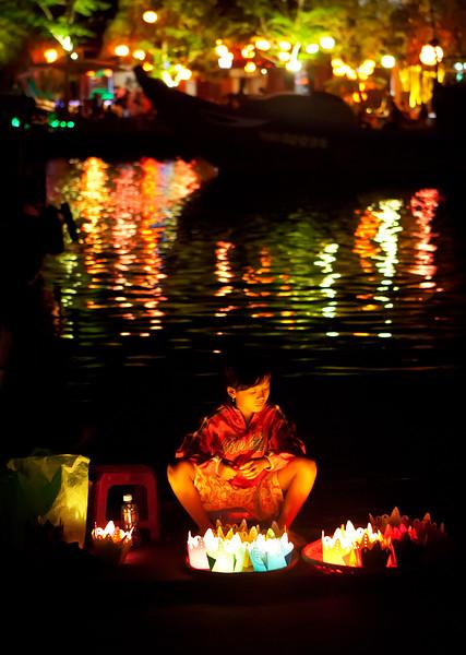 full-moon-festival-lantern-girl-hoi-an.jpg